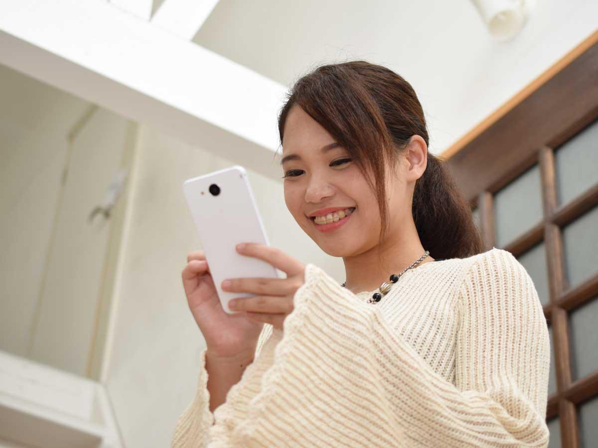 スマートフォンで資格試験勉強イメージ