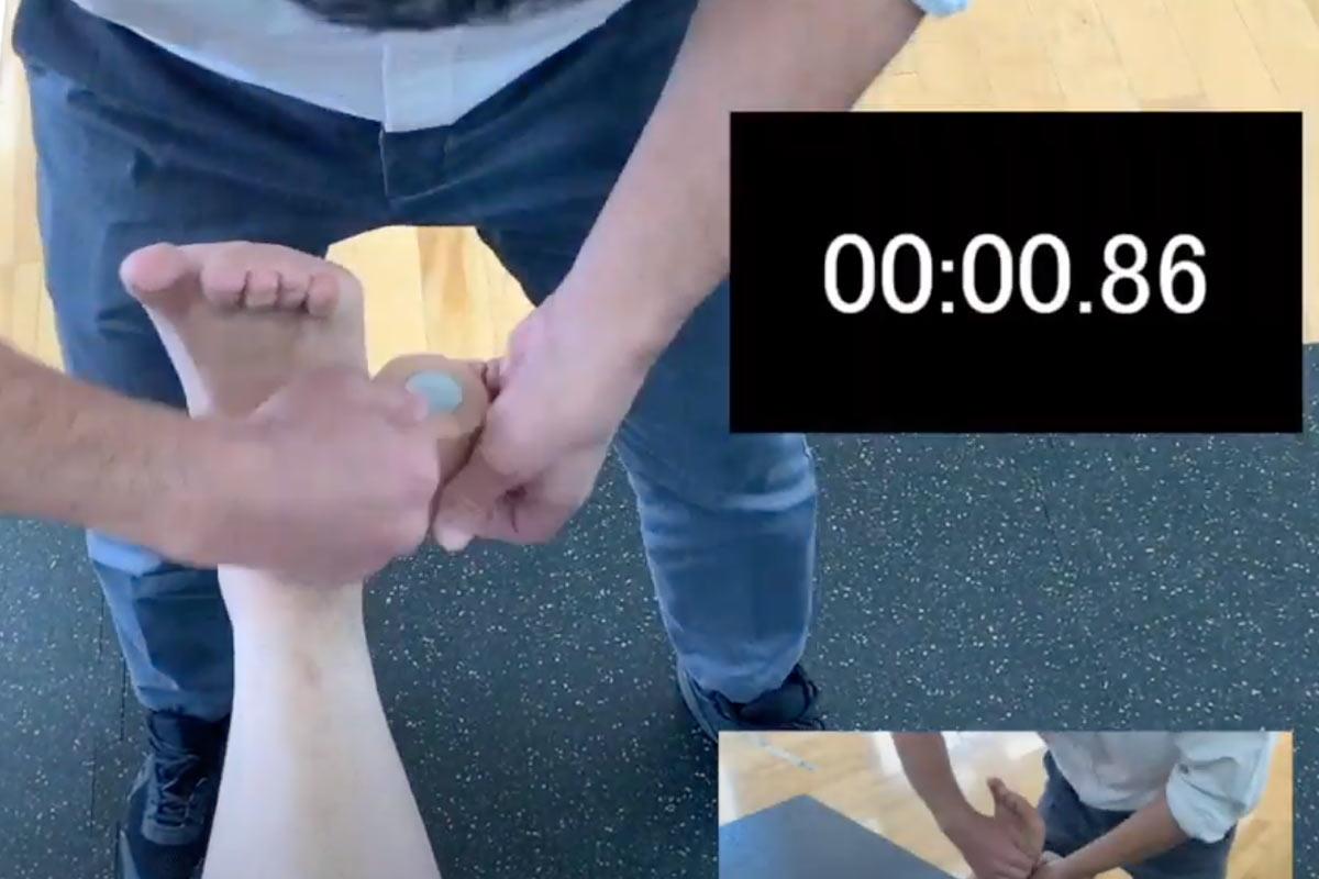 足首の超高速テーピング技術