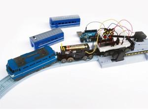 おもちゃの電車を改造